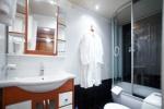 Ванная комната в каюте П/Люкс 200 и 201 на шлюпочной палубе