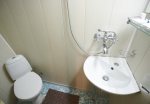 Private bathroom, suite 2B